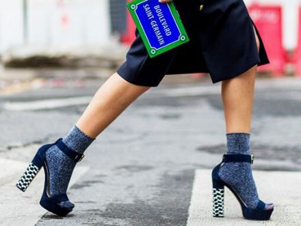 Ponožky v lodičkách? Proč ne?