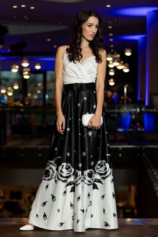 Šaty Spievanka v plnej kráse